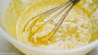 バターを加えて混ぜる