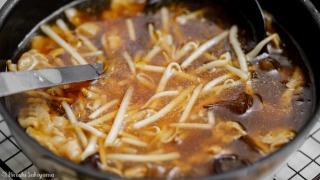 スープを作ってもやしを加えた
