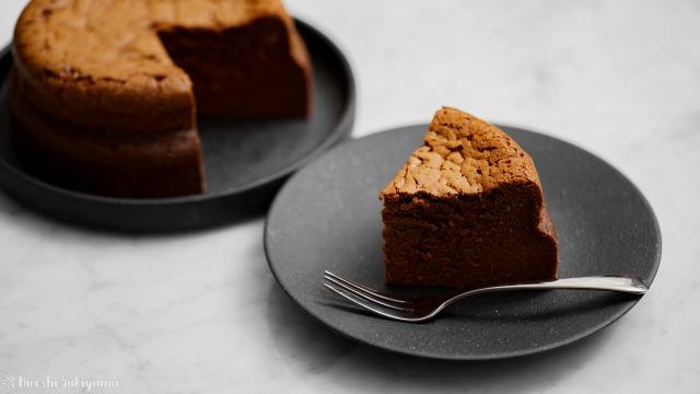 チョコスフレチーズケーキ、切り分けたケーキ