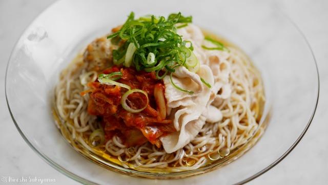 納豆豚キムチ冷やし蕎麦、アップ