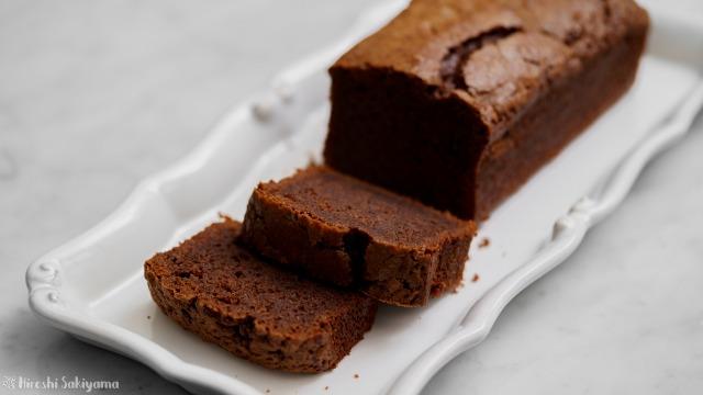 チョコを練りこんだケーク・オ・ショコラ(チョコパウンドケーキ)、ココアパウダーなし、カット・アップ