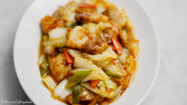 白菜で作る回鍋肉(ホイコーロー)、縦から