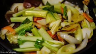 野菜を加え炒める