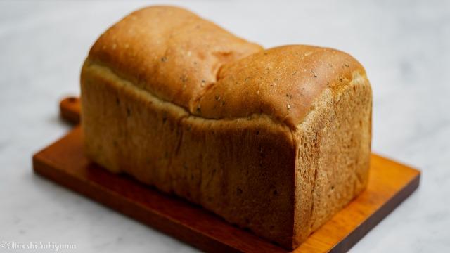 さつまいもと黒ごまの食パン