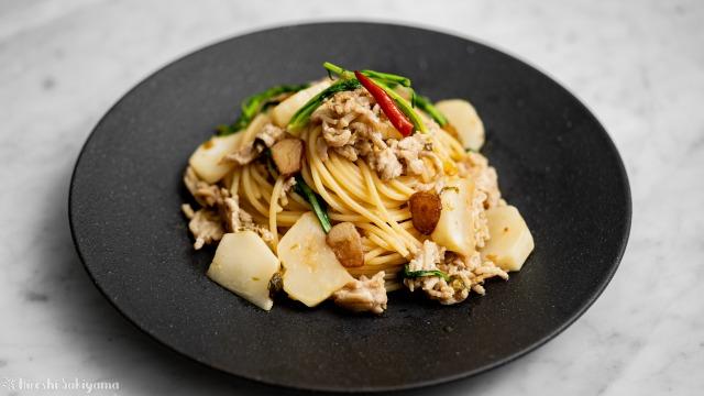 ふきのとう味噌とカブの鶏ボロネーゼパスタ