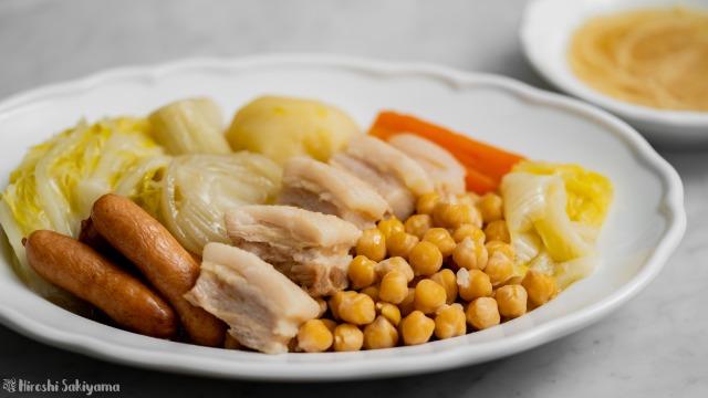 ひよこ豆・白菜・ウインナーのコシード(スペイン風煮込み)、アップ