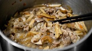 牛肉を煮る
