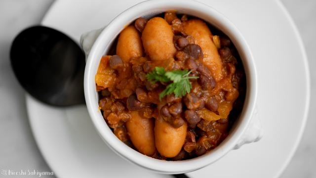 小豆とウインナーのトマト煮込み、上から