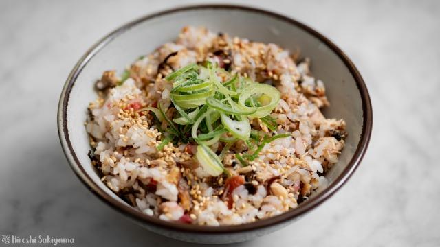 サバ缶と梅・塩昆布の混ぜご飯