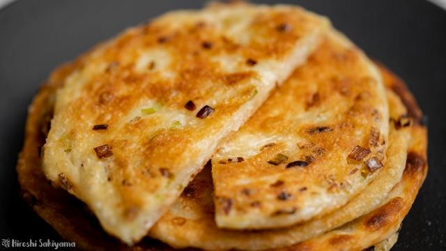 葱花餅(ツォンホアピン)、重ねたものと断面、アップ