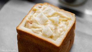 具をパンに詰める