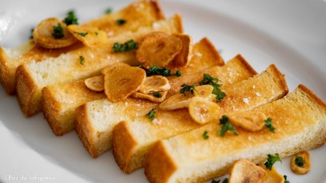 フライパンで作るガーリックトースト、アップ