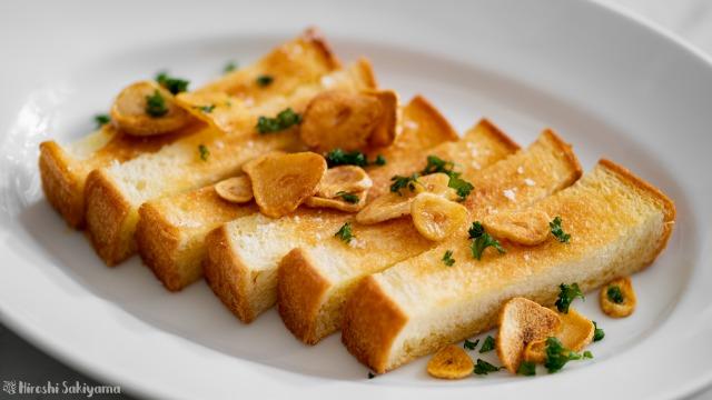 フライパンで作るガーリックトースト