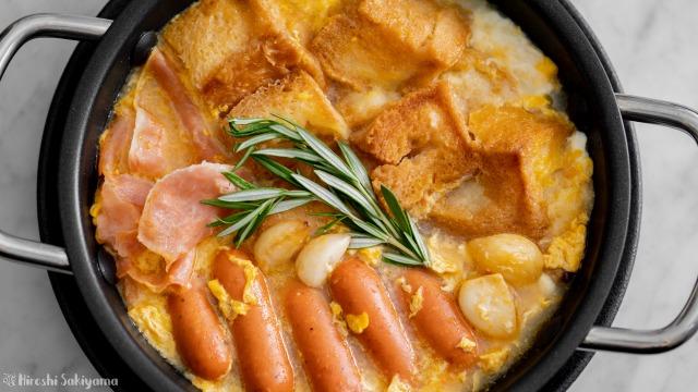 ハム・チョリソー入りソパ・デ・アホ(カスティーリャ風にんにくスープ)、上から