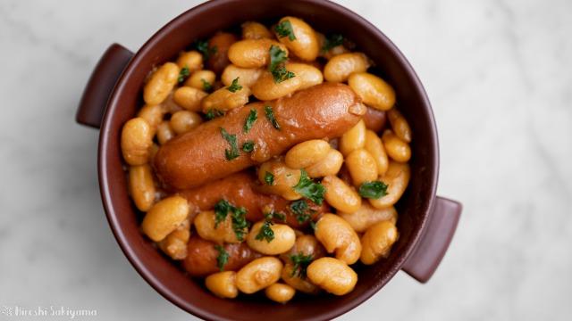 白いんげん豆とソーセージの煮込み、上から