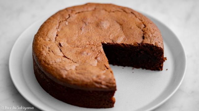 トルタカプレーゼ(チョコレートとアーモンドのケーキ)、切った後