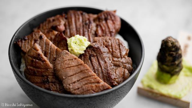 牛タンわさび丼、アップ