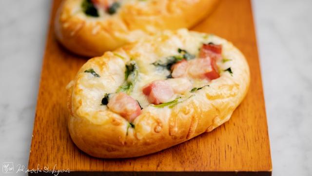 ほうれん草とベーコンチーズの惣菜パン