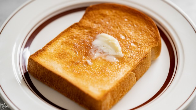 トーストしてバターをのせた
