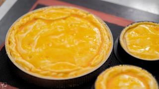 パイをのせて黄身を塗る