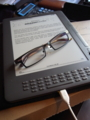 Kindle DXとメガネ