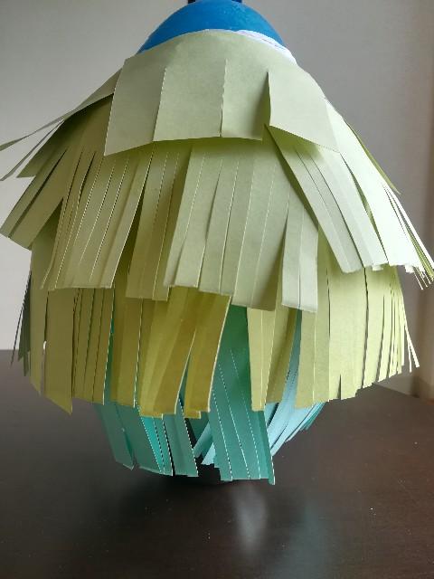 フリンジを風船に貼り付けた写真