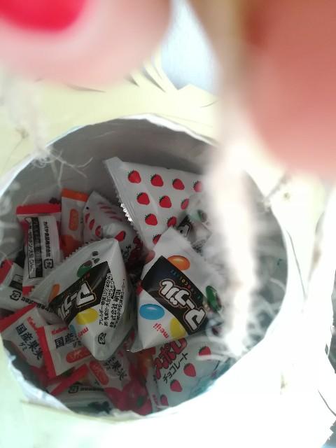 ピニャータの中に入ったお菓子の写真