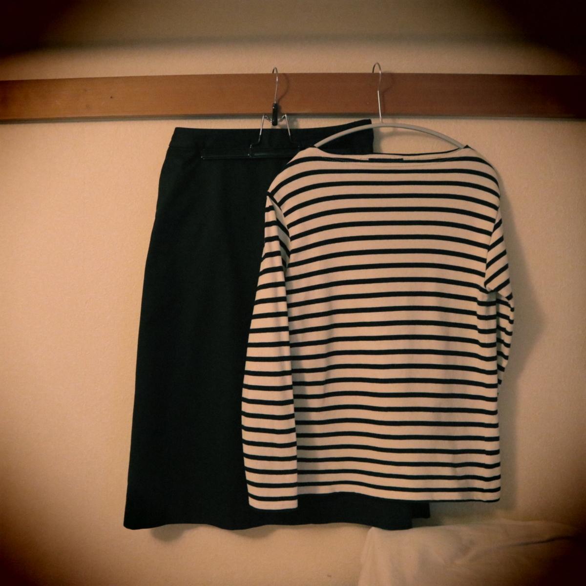 ボーダーカットソーとスカート