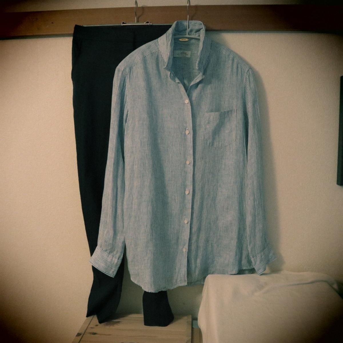 ストライプシャツとパンツ