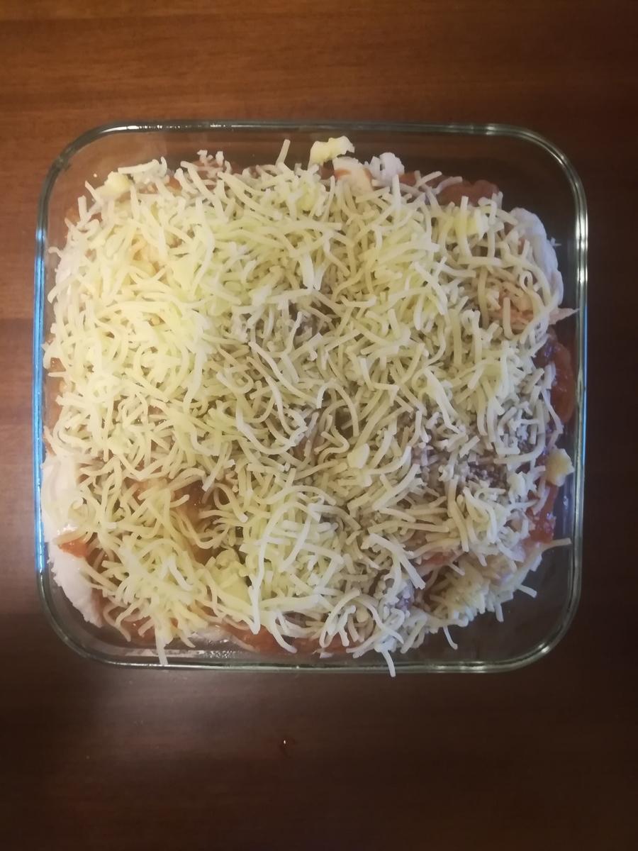 チキンと野菜にチーズを乗せてオーブンで焼く手前