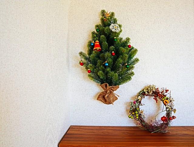 壁掛けツリーとクリスマスリース