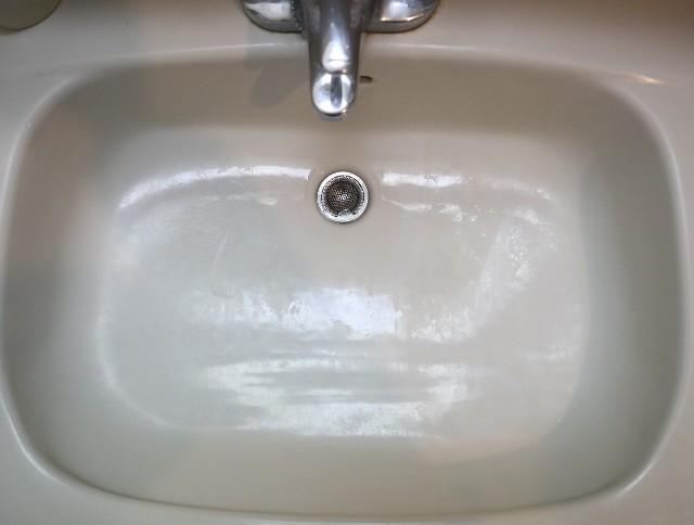 過炭酸ナトリウムで漂白後の洗面台写真