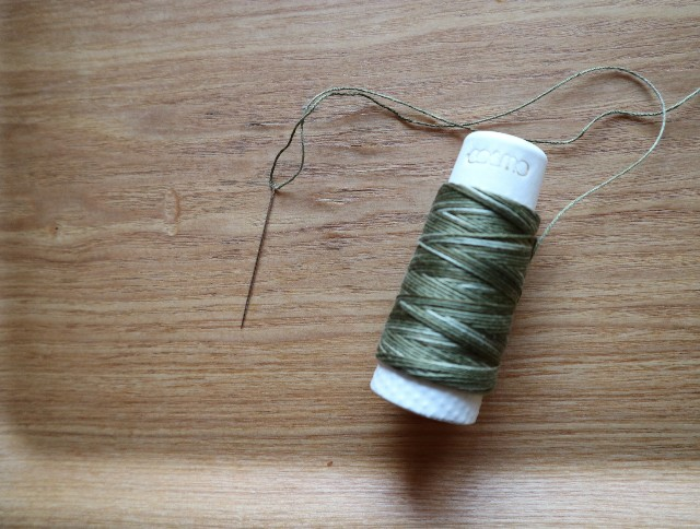 刺し子糸と刺繍針の写真
