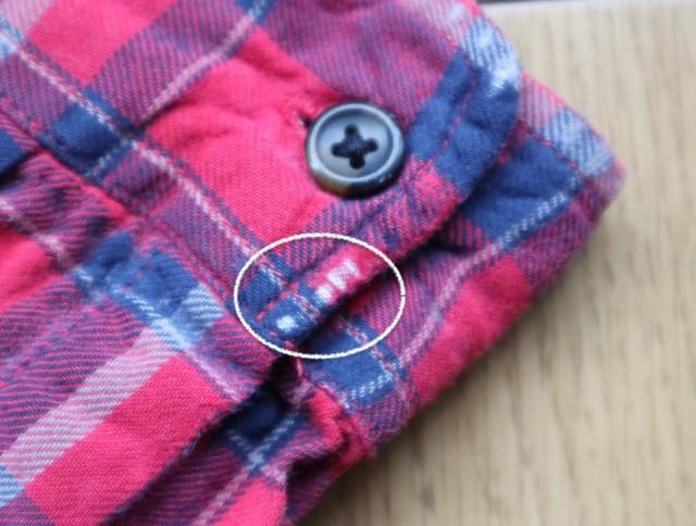 擦り切れたシャツの袖口の写真(補修前)