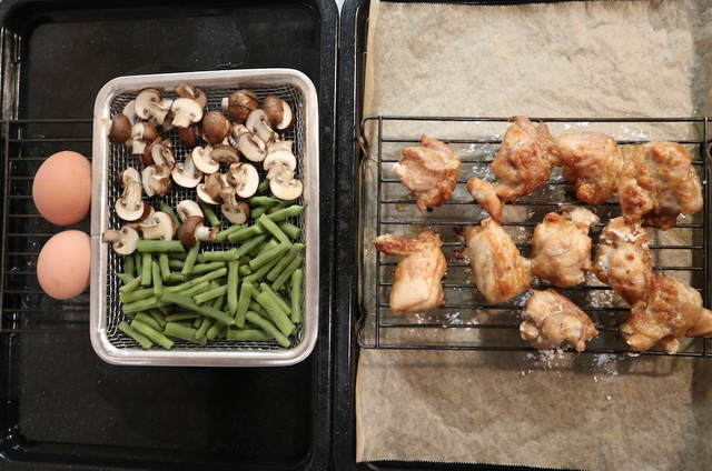 から揚げ&蒸し野菜&ゆで卵焼き上がりの写真