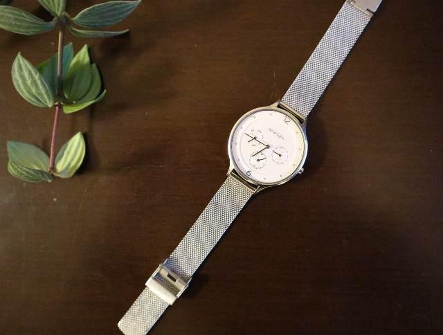 ミニマリストのアクセサリー_腕時計の写真