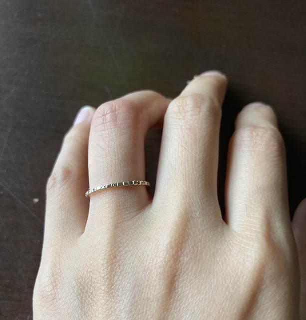 ミニマリストのアクセサリー_細い指輪の写真