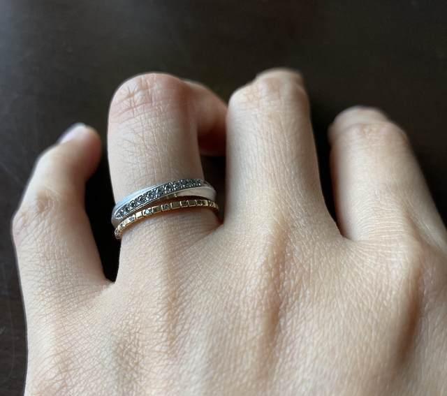 ミニマリストのアクセサリー_指輪重ね付けの写真