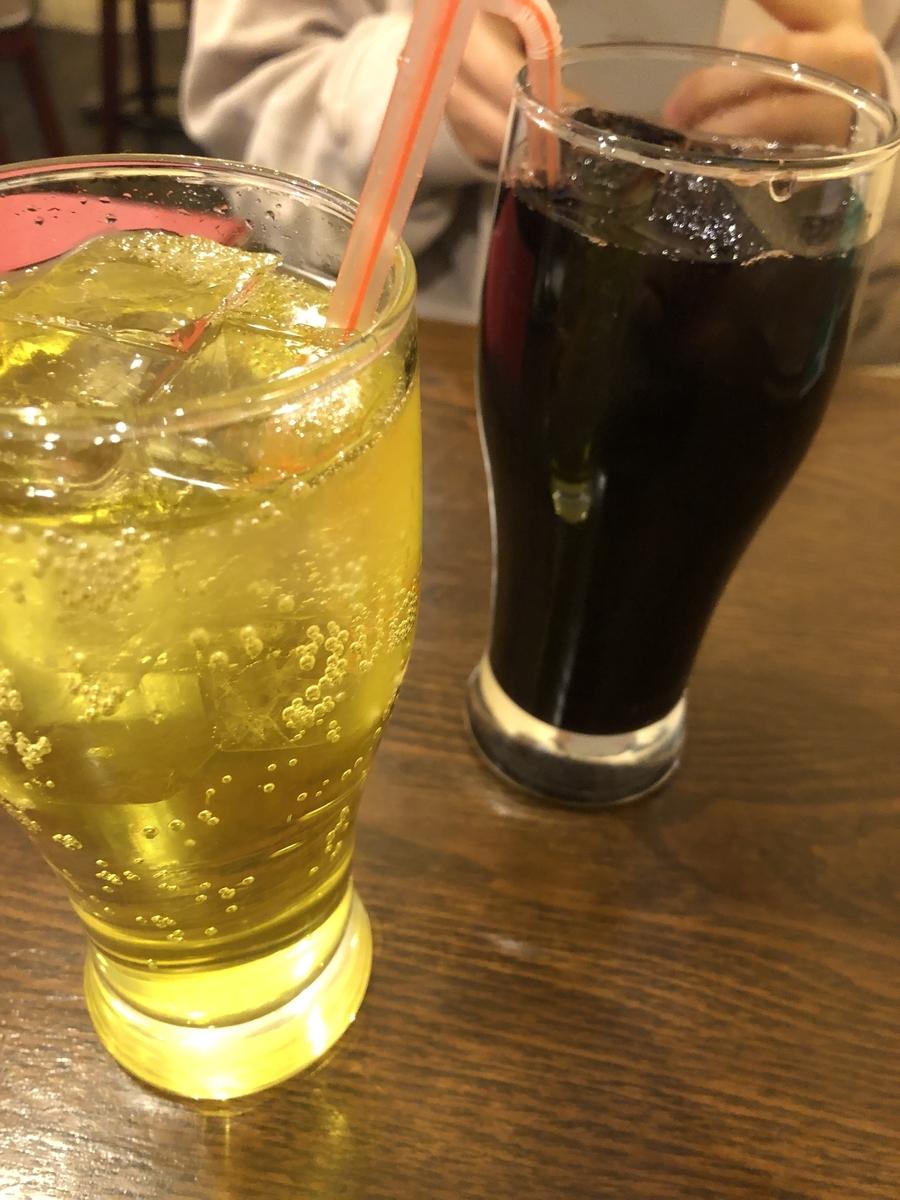 インカコーラは黄色いコーラ、チチャモラーダは少し紫がかった黒