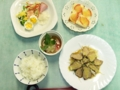 紅茶豚のからし味噌マヨネーズ・れんこんむし・彩りサラダ・りんごの