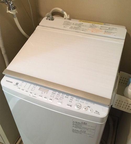 シンプルなTOSHIBAの縦型洗濯乾燥機AW10-SV6の蓋