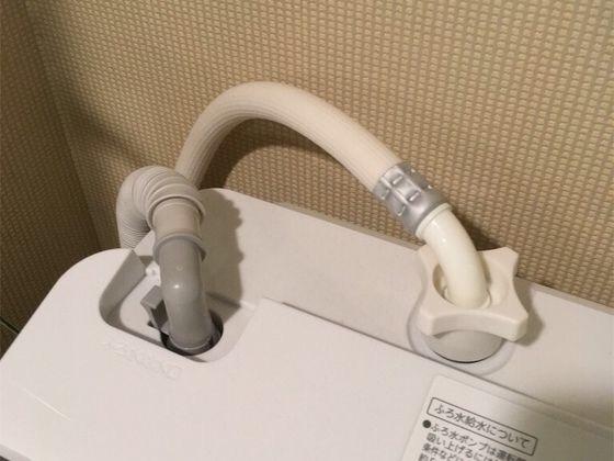 TOSHIBAの縦型洗濯乾燥機AW10-SV6のホース