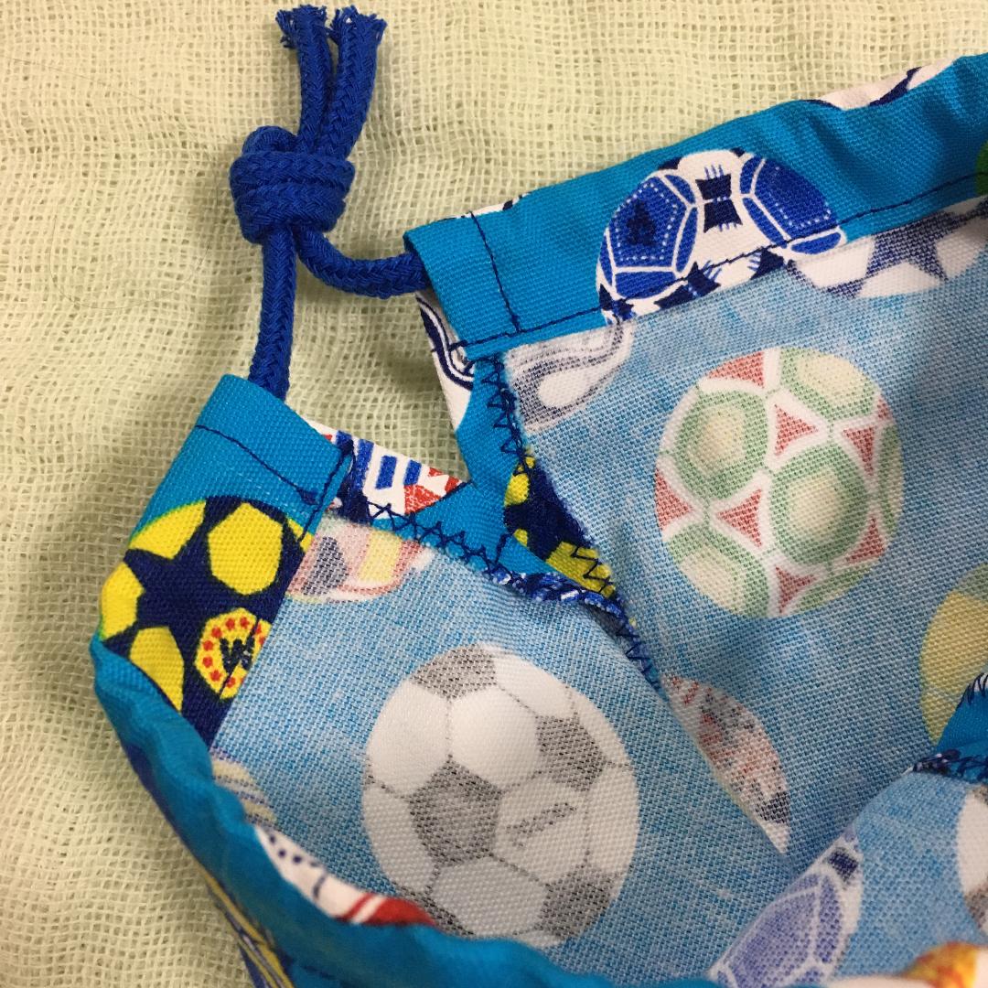 サッカーボール柄×ストライプのコップ袋2
