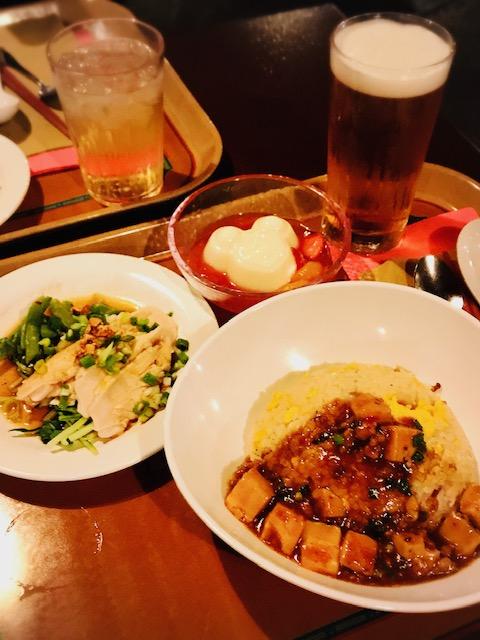 ヴォルケイニアセット(マーボー豆腐のあんかけチャーハン、よだれ鶏、杏仁豆腐)