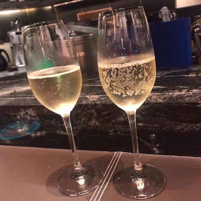 乾杯のスパークリングワイン