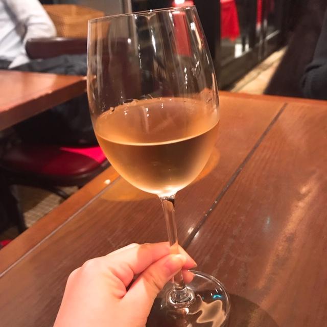 やや色味のある白ワイン