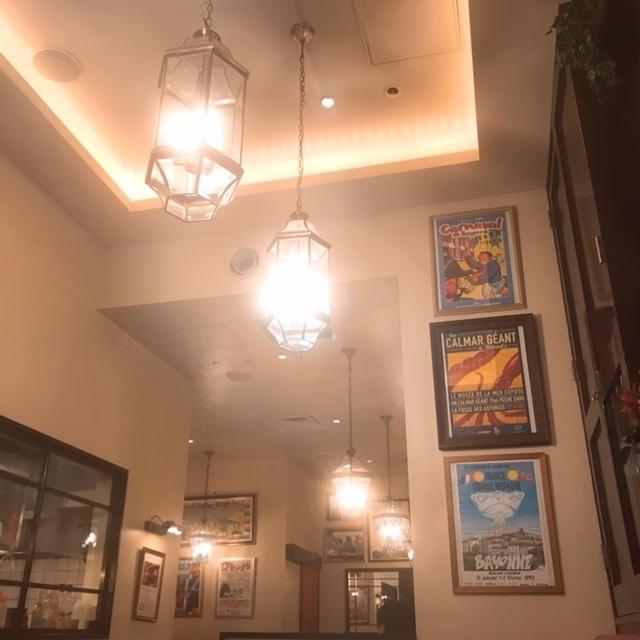 ビストロ ドゥーブルの店内装飾