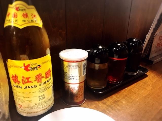 川口「仁」の卓上調味料たち