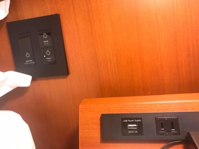 ベッドサイドではUSB充電化