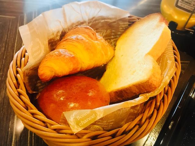 3種類のパンはバスケットに